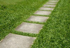 Betonplatten im Garten