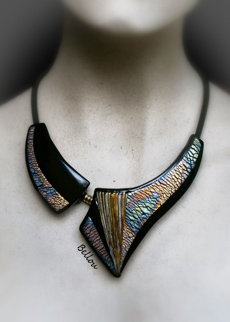 Magnifique plastron noir, or, cuivre et argent : Collier par bellou