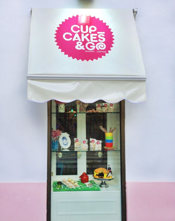 www.jacintocaetano.com - One of the windows of the bakery Cupcakes in Seville, Spain. Great type Jacinto, it looks cool