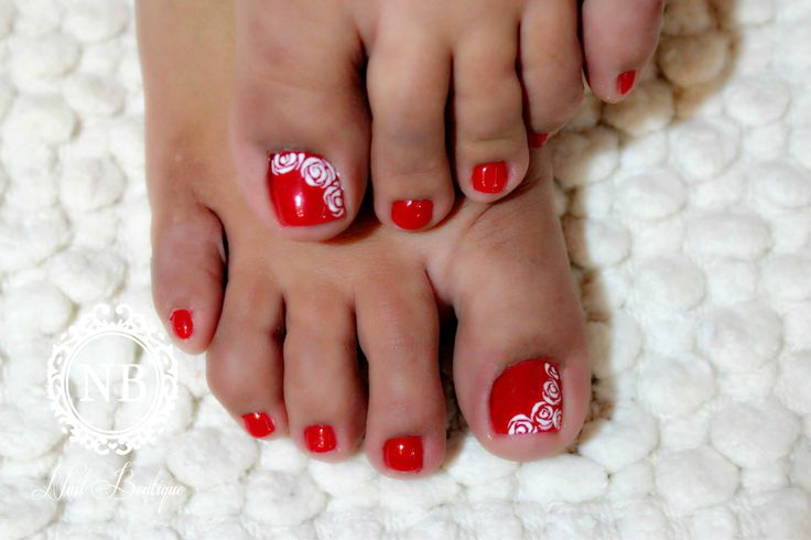 Red nails pedicure