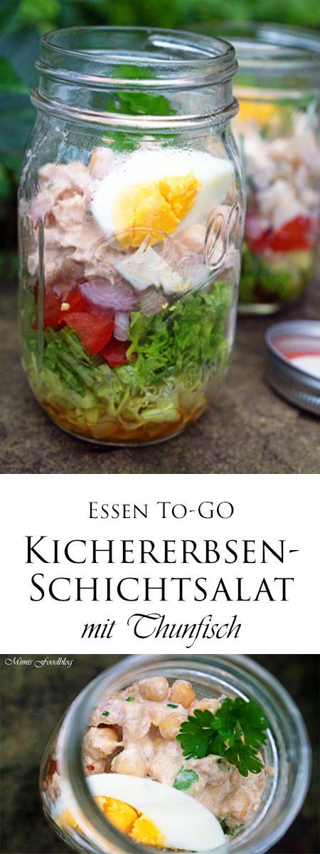Der Kichererbsen-Schichtsalat mit Thunfischist super zum Vorbereiten und Mitnehmen zur Arbeit, für unterwegs oder für ein Picknick.