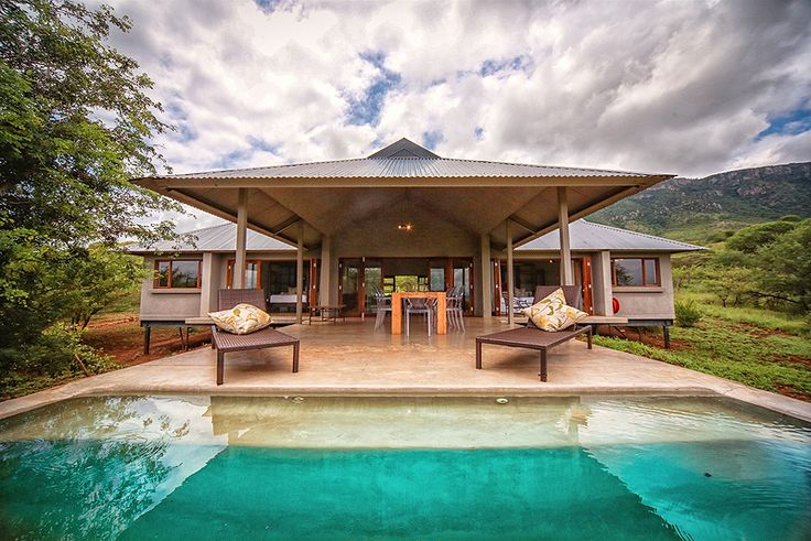 Bushwillow Lodge at Royal Jozini in Swaziland, is an escape from the hustle and bustle of city life, a quiet retreat for rest and restoration, whilst being close enough to the water for boating and fishing enthusiasts. This magnificent Self Catering Cottage in Swaziland has four bedrooms, and is on a slight rise set back from the water, with magnificent mountain and lake views.  See more of Bushwillow Lodge at Royal Jozini http://www.wheretostay.co.za/bushwillowlodge-swa/