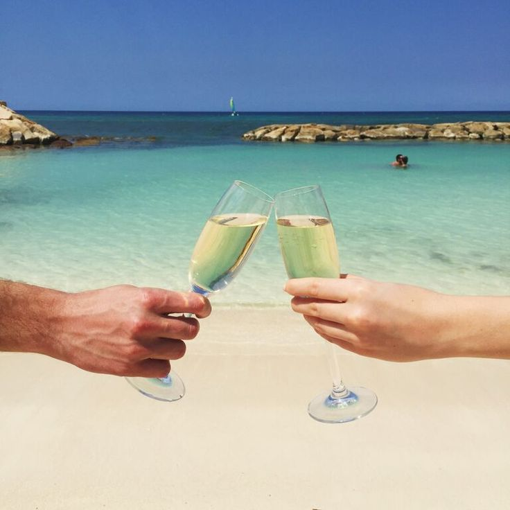 Cheers to you! Celebrate your honeymoon with unlimited views, food & drinks. | Hyatt Zilara Cancun
