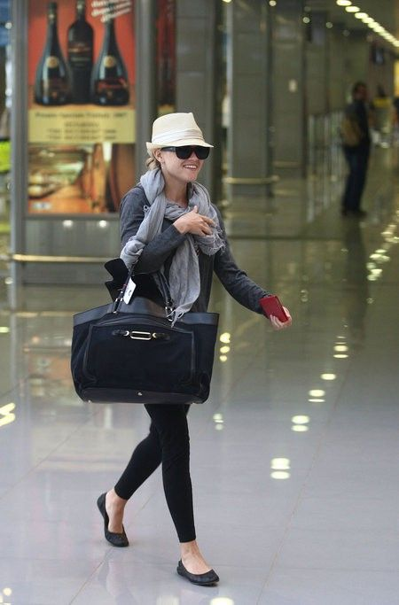 Great travel outfit... simple yet chic... and the hat means you don't have to do your hair! #travel #style #hat #airport #stilettodash