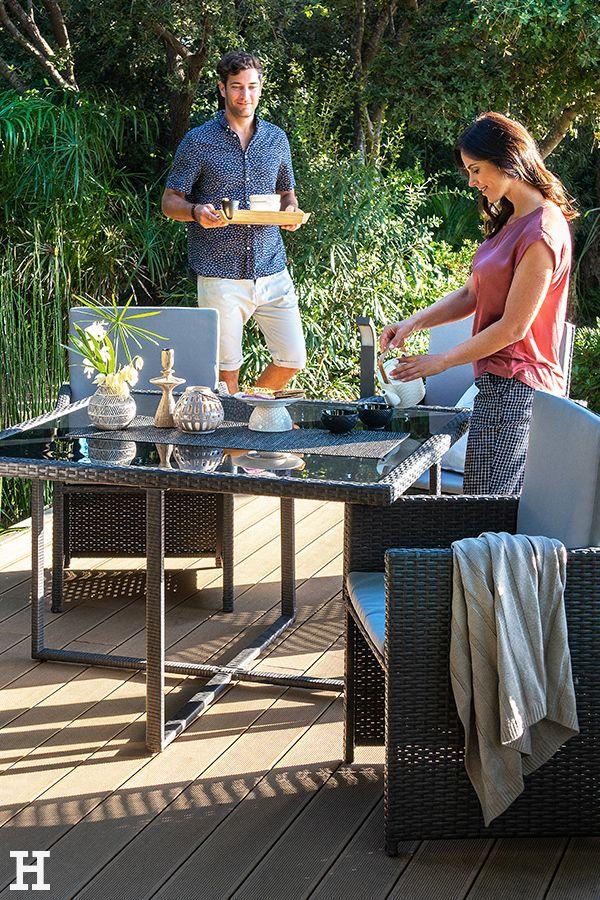 Im Garten Stilvoll Essen Unser Schicker Gartentisch Mit Stylischer Glasoberflache Macht S Moglich Meinhoffi Hoffner Mit Bildern Aussenmobel Gartenmobel