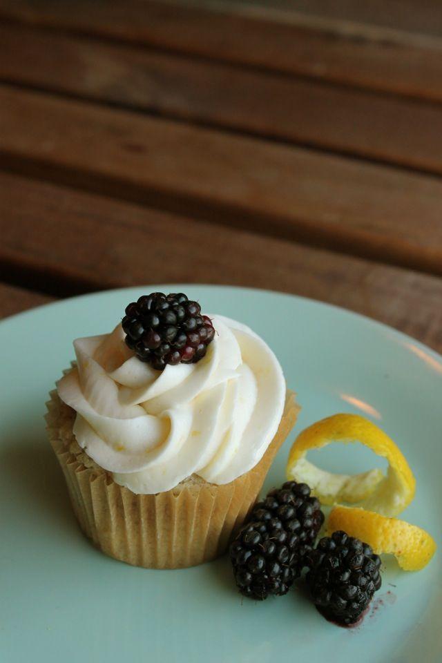 Lemon Blackberry Cupcakes   Kitchen   Pinterest