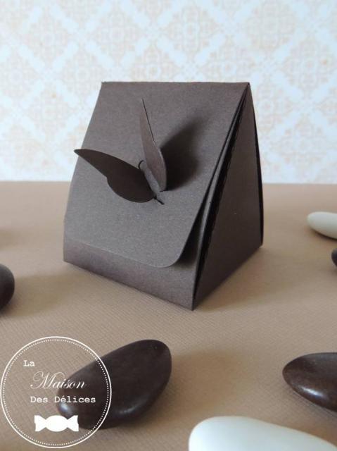 Elégante boîte à dragées mariage grise, fermée par un joli papillon, vendue en tout inclus à petit prix http://www.maison-des-delices.fr/detail3-kit-dragees-mariage-tout-inclus-a-petit-prix-286