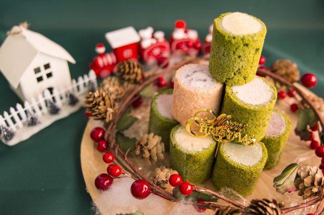 京都生まれのプレミアムアイスブランド「HANDELS VÄGEN(ハンデルスベーゲン)」が、クリスマス限定のアイスクリームロールの予約販売を2016年11月15日(火) 〜 12月15日(木)開始しました。人気商品のケーキアイスを一新した、まったく新しい形のスイーツ体験がこの冬限定でできちゃいます。今までにない、遊び心満載で可愛いクリスマスロールは各販売実施店舗やインターネットでご購入いただけます。