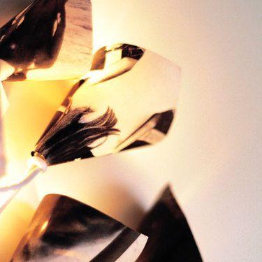 """Lichterkette """"Fotografie""""  ♥ Diese süße Lichterkette erzeugt super gemütliches Akzentlicht durch ihre 10 Lämpchen,  welche mit Schirmchen aus hübschen Fotografien weiterverarbeitet wurden. Die Lichterkette hat ein weißes Kabel mit Schalter und ist ausschließlich zur Innenbeleuchtung geeignet. ♥  1,5m Zuleitung Fassungsabstand 15cm  Abb. ähnlich  Größe/Maße/Gewicht Lämpchen: Länge ca. 6cm Breite ca. 4cm  Verwendete Materialien Fotografien  Herstellungsart Mit ♥LIEBE♥ geklebt.."""