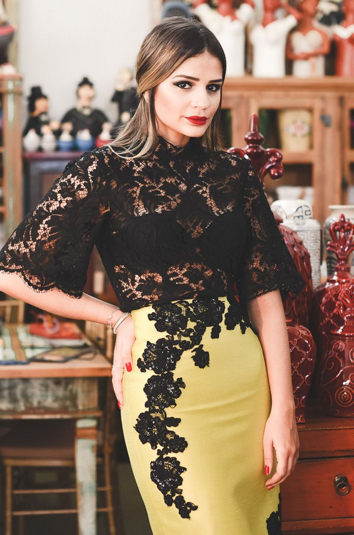 Thassia Naves in Martha Medeiros #lace #fashion