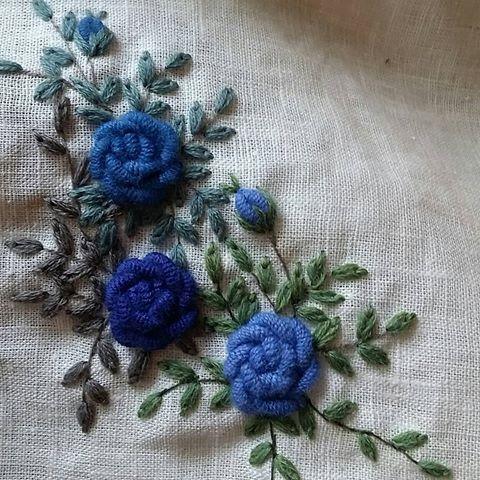 ㅡ    파란장미를 보았니?    ㅡㅡㅡ    #소금빛자수 #장미자수  #roseembroidery #embroidery  #서양자수 #자수타그램 #모사자수실  #whitelinen #linen #자수재료 #자수레슨
