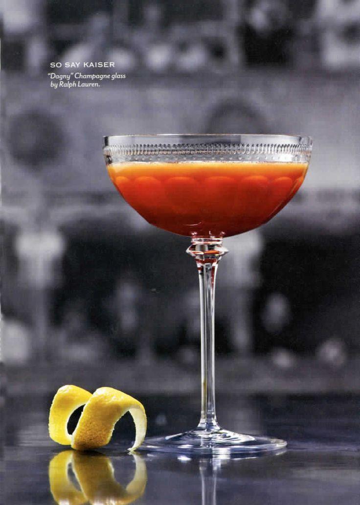 Cocktail So Say Kaiser de Food & Wine servi dans une coupe de Champagne Dagny de Ralph Lauren Home.