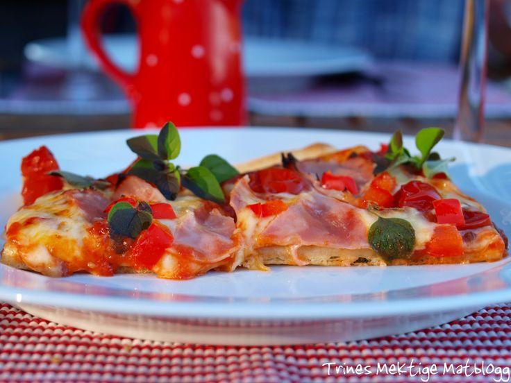 """""""Plain pizza"""" med skinke, ost og paprika"""