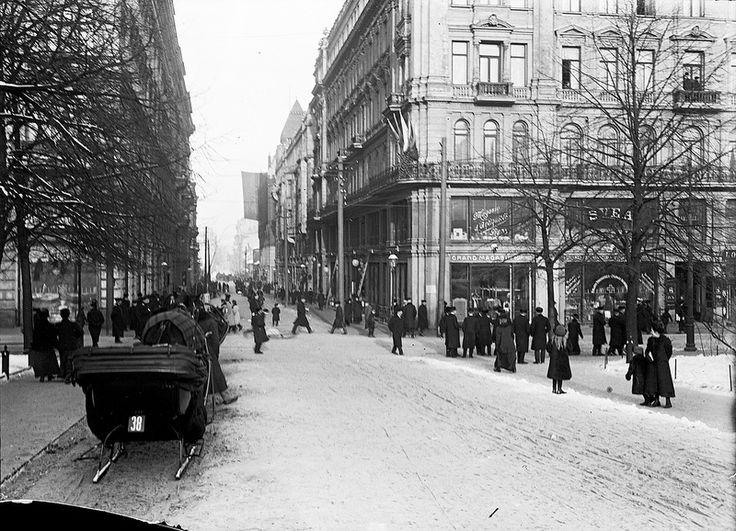 Mikonkatu, Helsinki | by Svenska litteratursällskapet i Finland. Foto, Gustaf Sandberg c. 1900.  Ur boken Helsingfors i ord och bild.