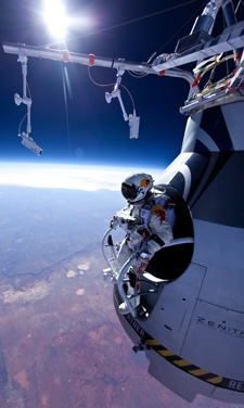 Red Bull Stratos - Space Diving from 128,100 ft (Breaking the Speed of Sound in Freefall!!!)