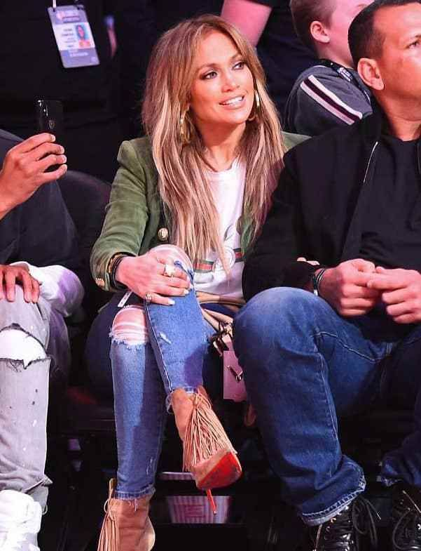 Jennifer Lopez kept her look casual as she joined her boyfriend Alex Rodriguez at the NBA All-Star game in Los Angeles. The diva wore a white graphic tee into a pair of flattering, shredded jeans for the event.
