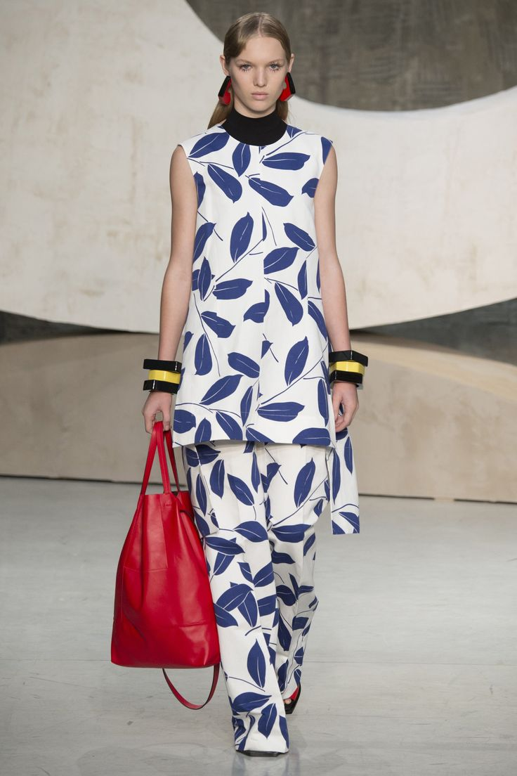 Marni Spring 2016 Ready-to-Wear Fashion Show - Jess Picton-Warlow