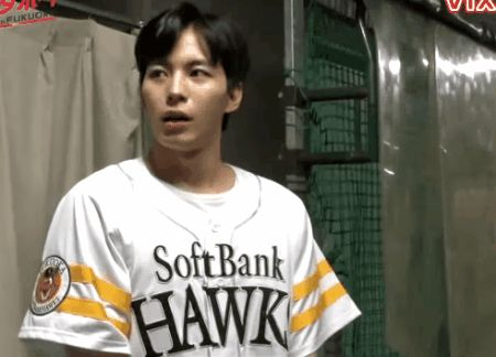 Nervous Hongbin. VIXX Fukuoka SoftBank Hawks pitch