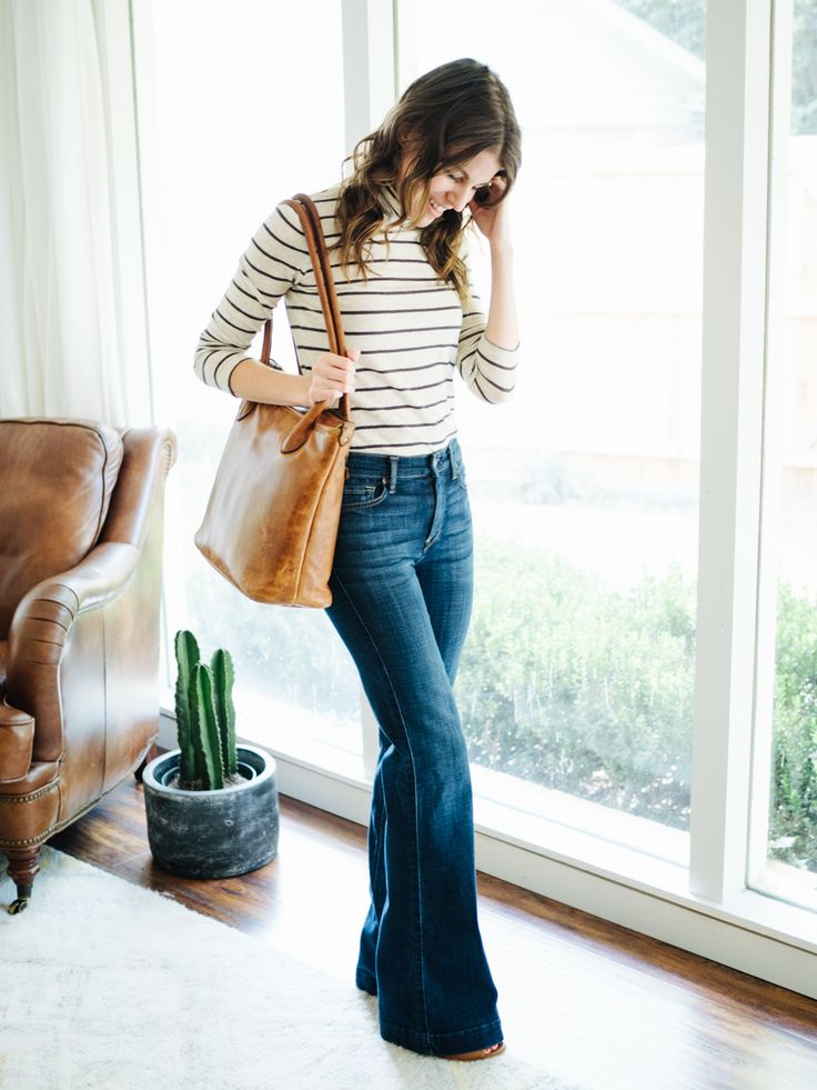 FALL: Flares + Fitted turtleneck + Tote + Open toe booties.