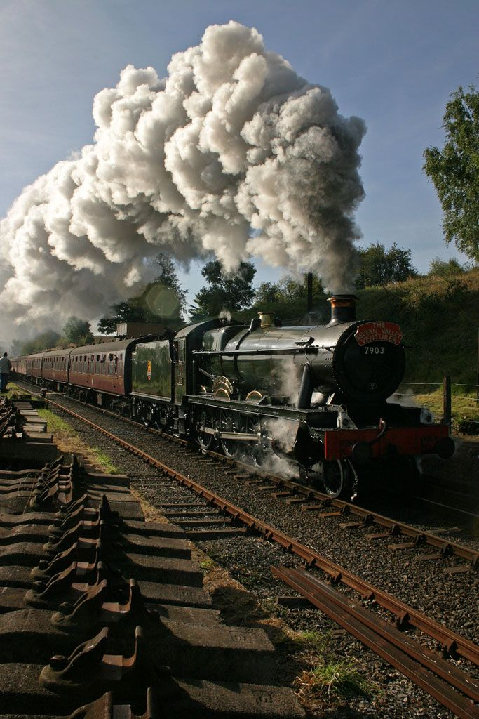 7903 'Foremarke Hall' Storms through Eardington station on Saturday Sept. 24th 2005 The Autumn Steam Gala  Severn Valley Railway