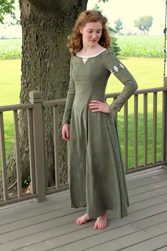 Narnia Susan Pevensie Dress The Lion the Witch and by ModeDeLis, $100.00