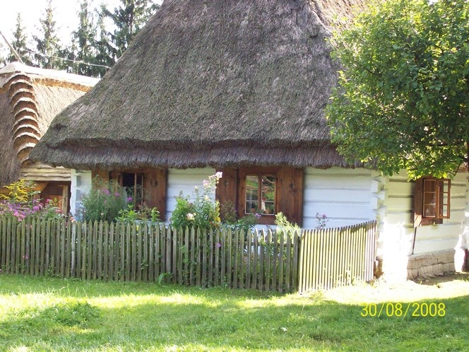polska chata z ogrodem (Polish cottage with garden)