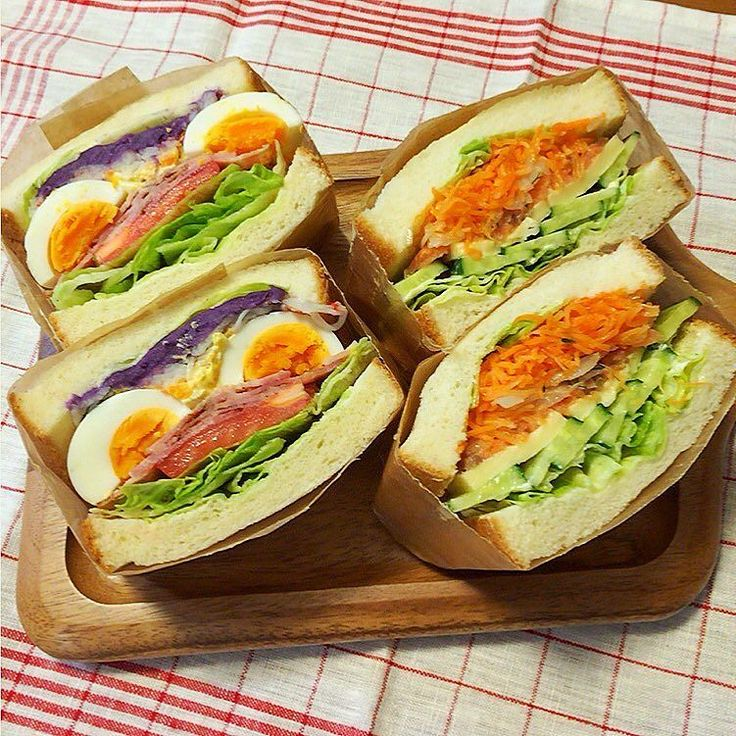 2016.4.11 #お弁当 #サンドウィッチ おはようございます 今日は人生二回目のわんぱくサンド BLTにゆで卵とマヨ卵紫イモペーストとカニカマ サーモンディルと新玉ねぎキャロットラペとレタスとキュウリゴーダチーズ 時間がなくバタバタで作ったのでかなり雑 サーモンがラペに埋まって同化してサーモンの良さが出てないし しかもワックスペーパーにテープがうまく引っ付かないし焦ったぁ なんかゆるすぎて崩れそう サンドウィッチってパンに具を乗せるだけで簡単なんだけど トータル的に大変だわ まぁ早く起きて落ち着いて作るってことが 一番大事なのよね 反省の朝でした(-; )笑 今週も頑張りましょう #わんぱくサンド #ランチ #ランチボックス #lunch #lunchbox #サンド #food #instafood #instaphoto #instagood #中学生弁当 #高校生弁当 #娘弁当 #obento #bento #萌え断 #bread #パン #sandwich by ym_tomo