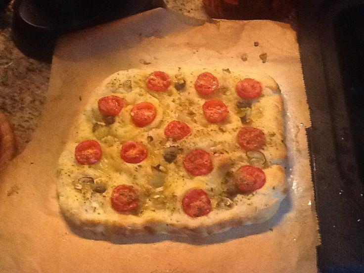 Pizza alla marinara con licoli cotta al mattone