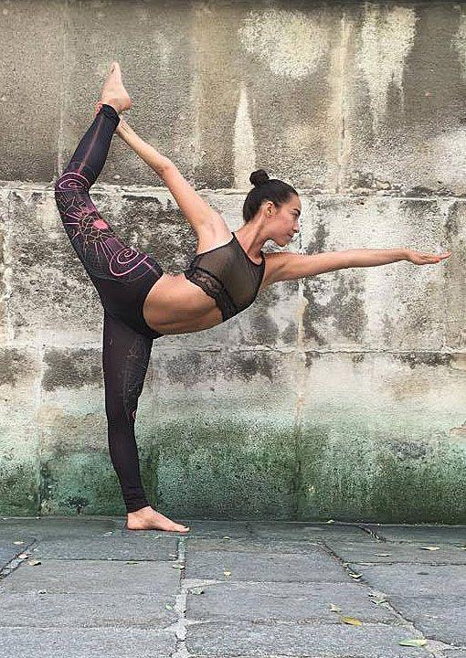 Hologram Leggings D66  Futuristic visions on leggings inspired by psychedelia. #yogawear #yogaleggings #asana #publicbetawear