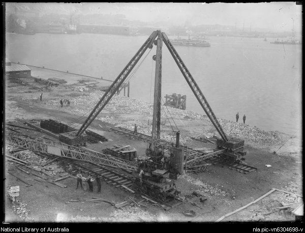 Work begins on the construction of the Sydney Harbour Bridge at Milson's Point,Sydney, ca.1920s.Photo from National Library of Australia.A♥W