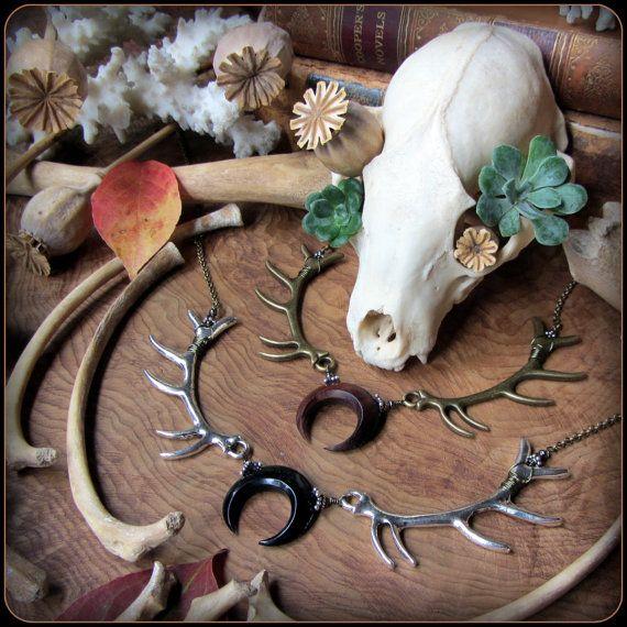 Collier w / bois de lune ~ Lagertha, Pagan Witchy sorcière Wiccan bijoux, Wicca, déesse Viking, Crescent Eclipse lunule