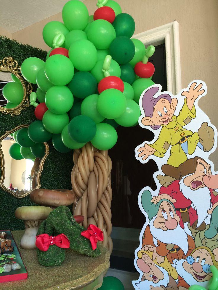 Snow White and the Seven Dwarfs (Disney Princess) cake table, tree balloon sculpture http://dreamarkevents.com/