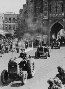 Southampton: Women's Land Army tractors passing though the Bargate in the 1940s