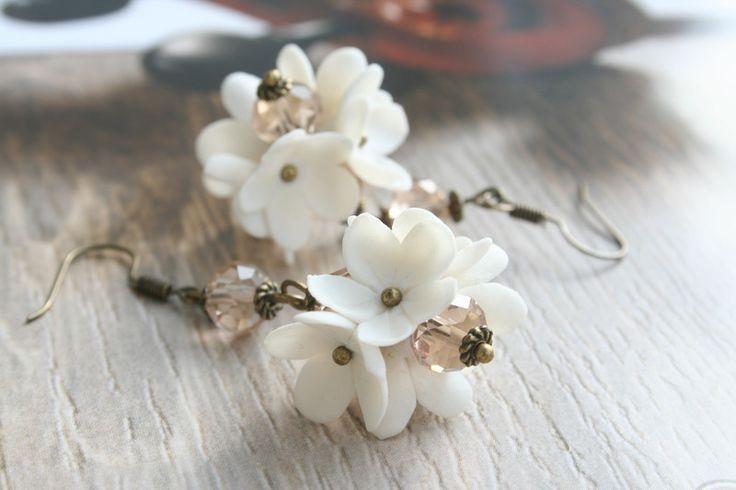 Bloem+oorbellen+-+White+bruids+sieraden+-+Bridal+e+van+DecorUA+op+DaWanda.com