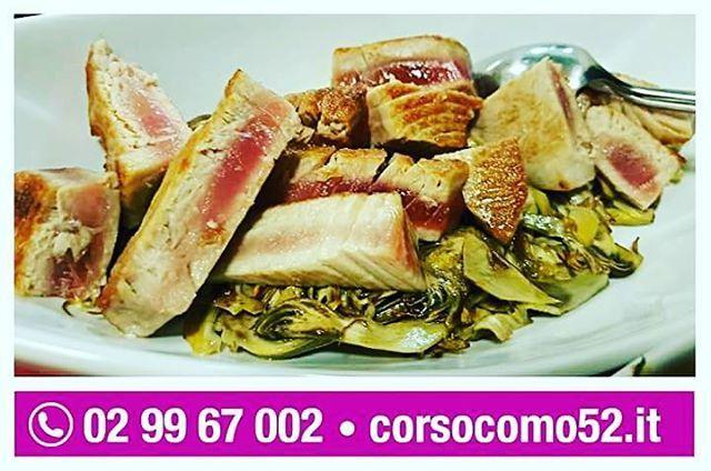 Tocchetti di Tonno scottato su soffice letto di carciofi saltati  Prenotate il vostro tavolo al Corso Como 52 e cavalcate l'onda dei nostri menu! Davvero da favola! Info e prenotazioni: T. 02.99.67.002 - http://www.corsocomo52.it/prenota-un-tavolo/  #CorsoComo52 #Limbiate #ristorante #ASHotels #cucinaitaliana #foodporn #instafood #foodgasm #healtyfood #foodstagram #foodpics #foodpic  #madeinitaly http://www.butimag.com/ristorante/post/1481210378632659670_2883925137/?code=BSOUP3YBYLW