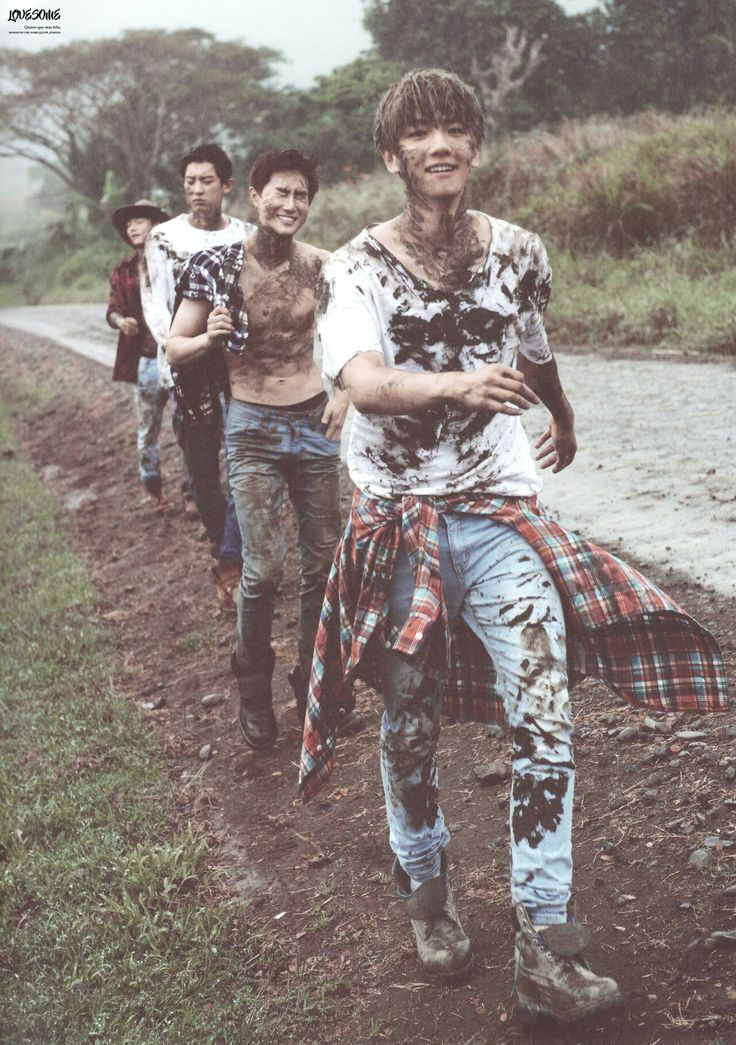 Imma go die because exhibit A suho's abs, exhibit B BaekHyun's cute face, exhibit C ummm hot ChanYeol, and finally cute little Chen!