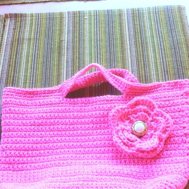 Crochet purse..a nice tight stitch. Can put a lining in it or not ...