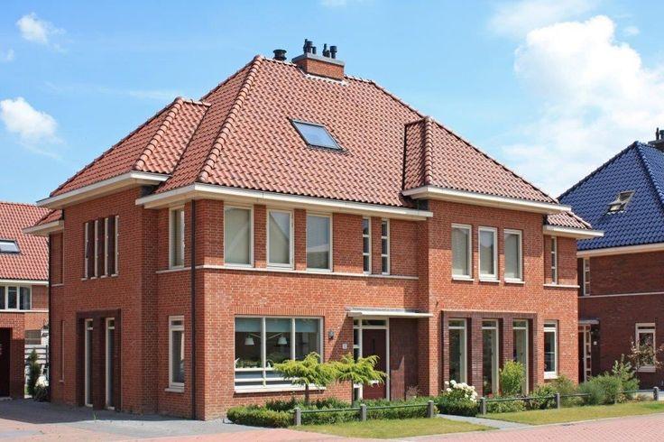 Gouden Uil Buurt: Deze woning vormt samen met het type Keyser een statige twee-onder-een-kapwoning. De brede erker aan de voorgevel en het gebruik van smalle hoge ramen op de verdieping geven de tweekapper Harduyn een voornaam uiterlijk. Het ontwerp is gebaseerd op tw
