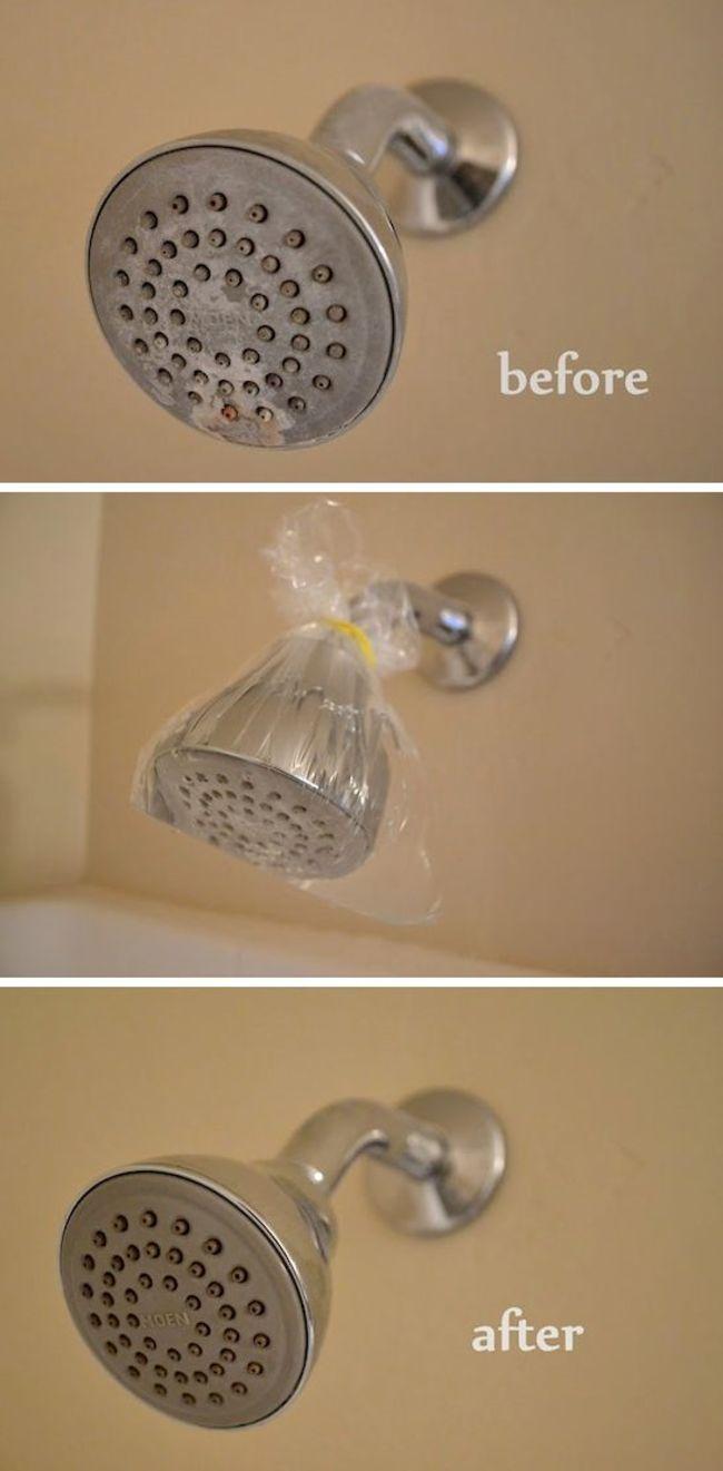 Llena una bolsa con vinagre y sumerge la alcachofa de la ducha durante una hora, así desaparecerá toda la cal acumulada.