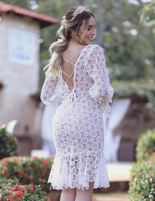 6525bf958 Vestido branco curto com renda: modelos para noivado, casamento civil,  batizado e culto ecumênico