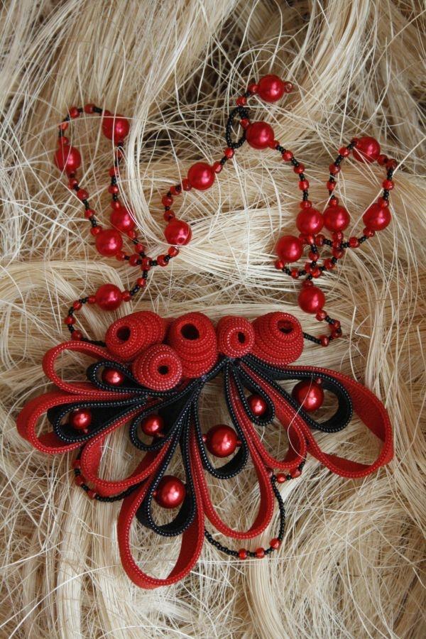 Razbibriga / Pastime (zipper neclace) by Renata Cekovic