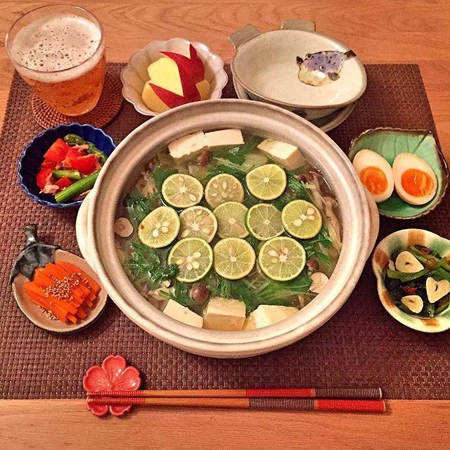 2016/11/21 21:01:35 israbonita . こんばんは ✩ 今日の晩ごはんは、すだち鍋。 鶏肉ときのこから美味しい出汁が出ていて 思わずスープを飲み干しちゃいました(*ˊᵕˋ*)♡ 〆は白石温麺です ♬ . ✳︎すだち鍋 ✳︎小松菜のにんにく炒め ✳︎味玉 ✳︎ミニトマトとアスパラのツナマリネ ✳︎人参のきんぴら ✳︎りんご . #おうちごはん#うちごはん#料理#夜食#dinner#japanesefood#クッキングラム#和食#lin_stagrammer#foodpic#cooking#日々#暮らし#うつわ#器#和食器#野菜#vegetables#ヘルシー#healty#healtyfood#健康#栄養#ダイエット#ダイエットメニュー#鍋#土鍋#お鍋#すだち#疲労回復  #健康