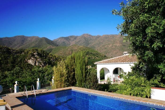 Een prachtig Spaans vakantiehuis met zwembad in Andalusië voor grote gezinnen met 5 personen. Vakantiewoning met airconditioning en geweldig uitzicht.