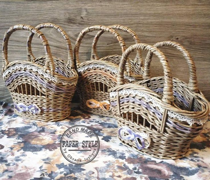 Корзинки-сумочки для косметики, расчесок и других мелочей. #paperstyle #handmade #ручнаяработа #плетениеизбумаги #плетение #корзинки #интерьер #длядома