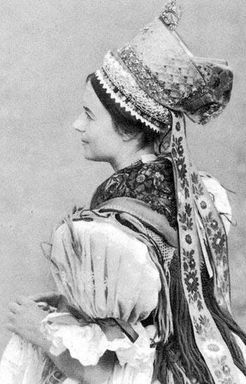 Hungarian folk costume from Maconka, Hungary /magyar népviselet