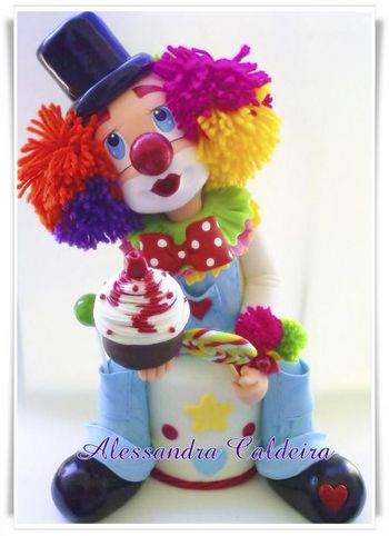 *SORRY, no information as to product used, FOREIGN ~ Ateliê Alessandra Caldeira: Topo de bolo: Personagens