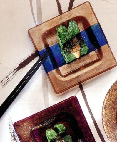 Салат из водорослей и огурца (Модзуку)  Жевательная текстура модзуку – похожих на волосы водорослей – в сочетании с довольно вязким гарниром из картофеля ямато делает это блюдо необычной закуской. Замените ямато сваренными вкрутую яйцами – в виде ломтиков или мелко тертыми. Этот рецепт также идеально подходит для водорослей вакамэ (ундария перистая) и огурца.
