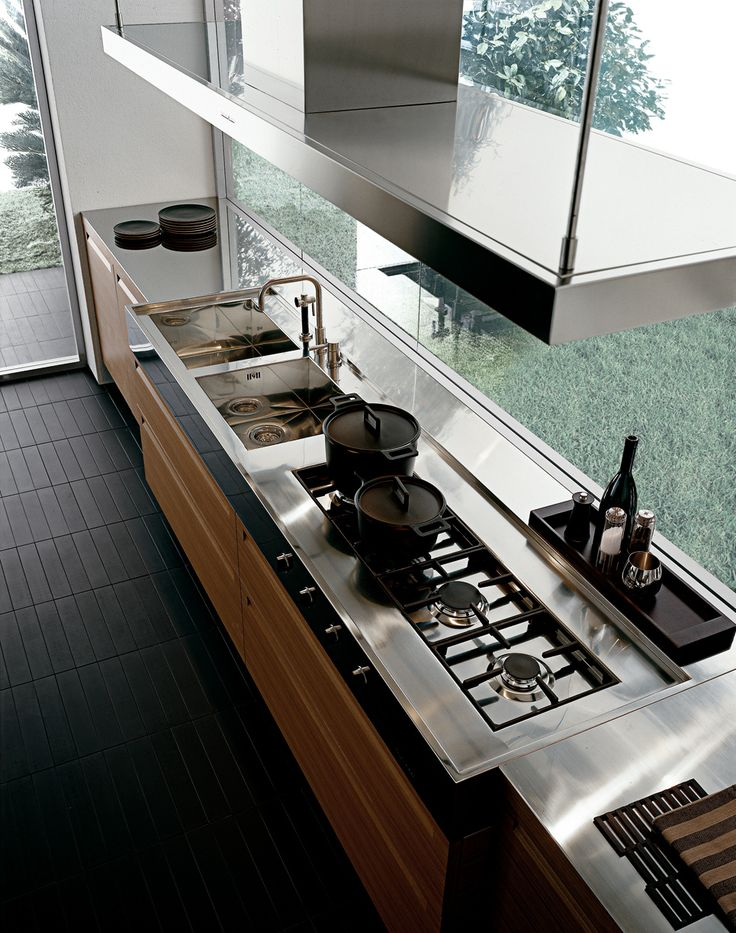Minimal   Varenna by Poliform . love the organizing tray! Note Joinery Perfect arrangement for the cooktop - All the pots will fit! Clean up and cooking should be done while looking at the view :-)