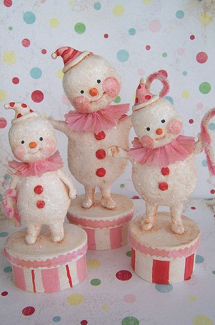 I am transfixed by all the artist out there that create snowmen. I was on Pinterest and up popped all these adorable snowmen creations. I'm obsessed with the needle felted one I've been seeing around blog town. So I thought...