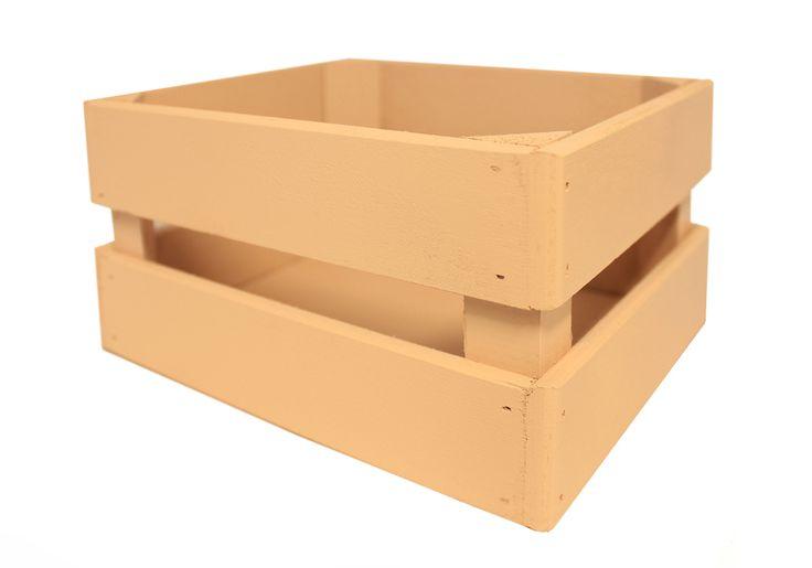 Декоративный ящик выполнен из качественной фанеры, МДФ и бруса. Ящик прямоугольный. Высота стенок 10 см, ширина 15 см, длина 17,5 см. Окрашен в бежевый цвет краской на водной основе. Ящик предназначен для упаковки подарков, букетов, икебан. В быту может использоваться, как место для хранения чая, кофе, специй, фруктов, овощей, ниток для вязания, косметики и др.